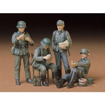 1/35 TAMIYA German Soldiers at Rest Kit - CA229