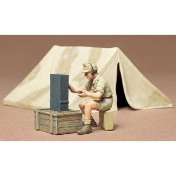 1/35 TAMIYA TENT AND RADIOMAN SET