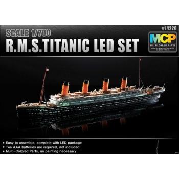 1/700 ACADEMY - Titanic + Led lambid